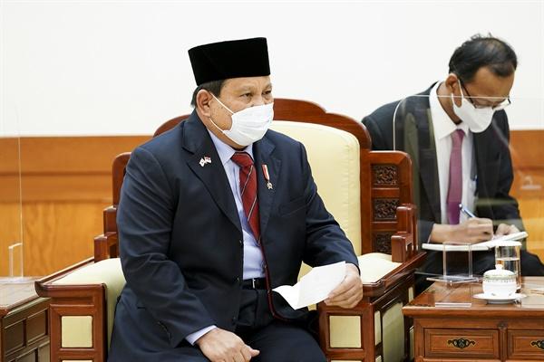 프라보워 수비안토 인도네시아 국방 장관이 8일 청와대를 방문해 문재인 대통령을 예방하고 있다.