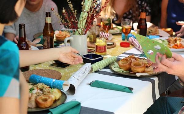 매직봉을 든 팅거벨 요정마냥 매일 저녁 엄마의 손으로 지은 집밥이 식탁에 올랐다.