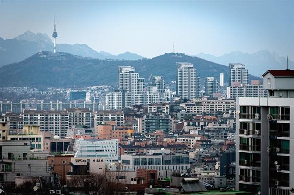 매봉재산(방배근린공원)에서 바라본 서울 풍경. 시야를 가리는 건물이 없어서 조망이 훌륭하다.