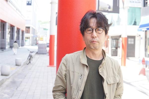 제22회 전주국제영화제 초청작 다큐멘터리 <노회찬, 6411>을 연출한 민환기 감독.