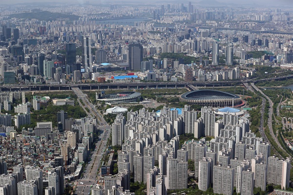 지난 2일 서울 송파구 롯데월드타워 전망대에서 바라본 아파트 일대.
