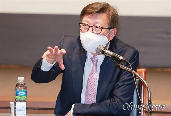 박형준 부산시장이 13일 부산 시립미술관에서 이른바 '이건희 미술관' 유치와 관련한 입장을 발표하고 있다.