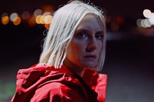 <늑대와 빨간 재킷> 영화의 한 장면