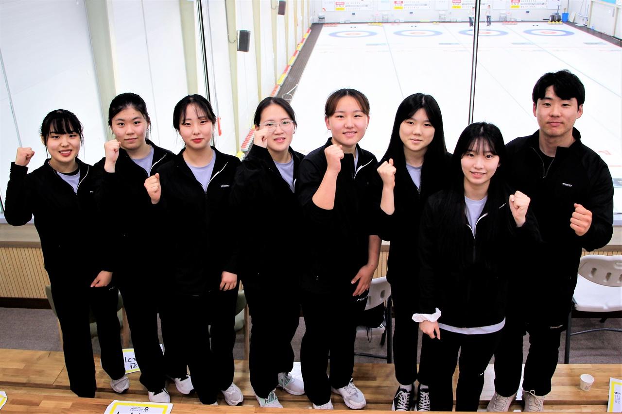 2021 회장배 전국컬링대회에 출전한 봉명고등학교 여자 선수들의 모습.