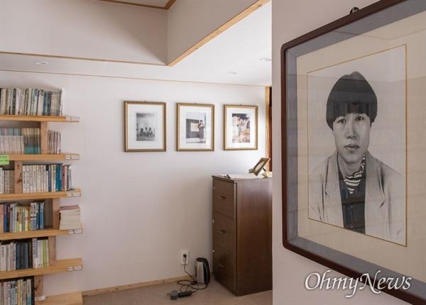 전남 해남의 고정희 시인 생가에 그의 사진이 걸려 있다.