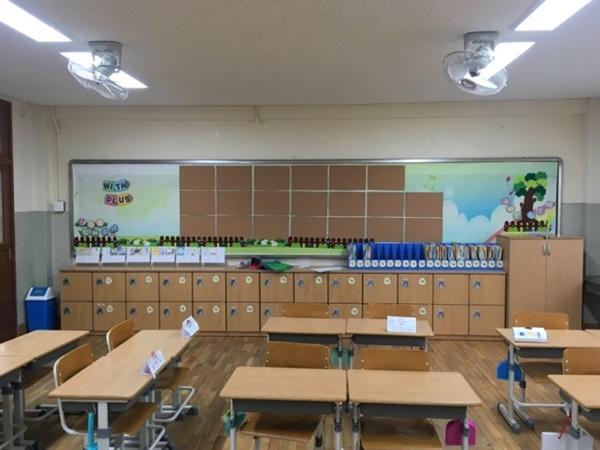 교사의 위치에서 본 교실의 풍경은 같지만 고용형태에 따라 그 사람을 부르는 이름은 다르다.