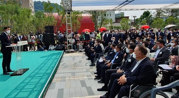 오세훈 시장 환영사  9일 오후 2시 남산예장공원 개장식에서 오세훈 서울시장이 환영사를 하고 있다.