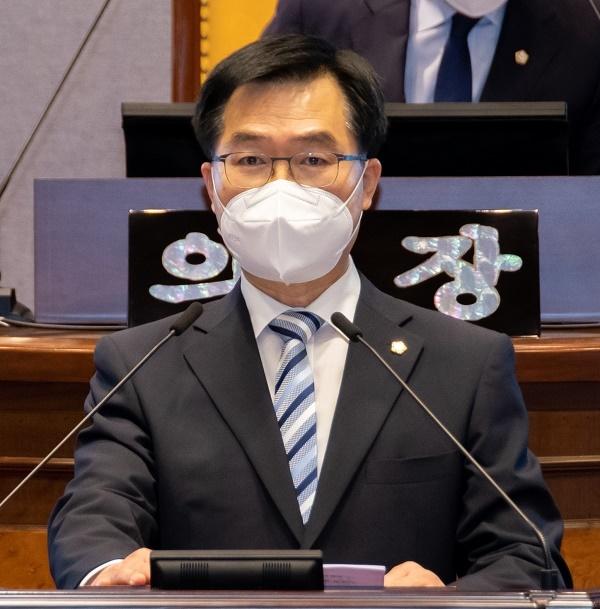 강남구의회 한윤수 의원이 GTX-C노선 양재역 복합환승센터 사업과 관련 집행부 미흡한 업무처리를 지적했다.