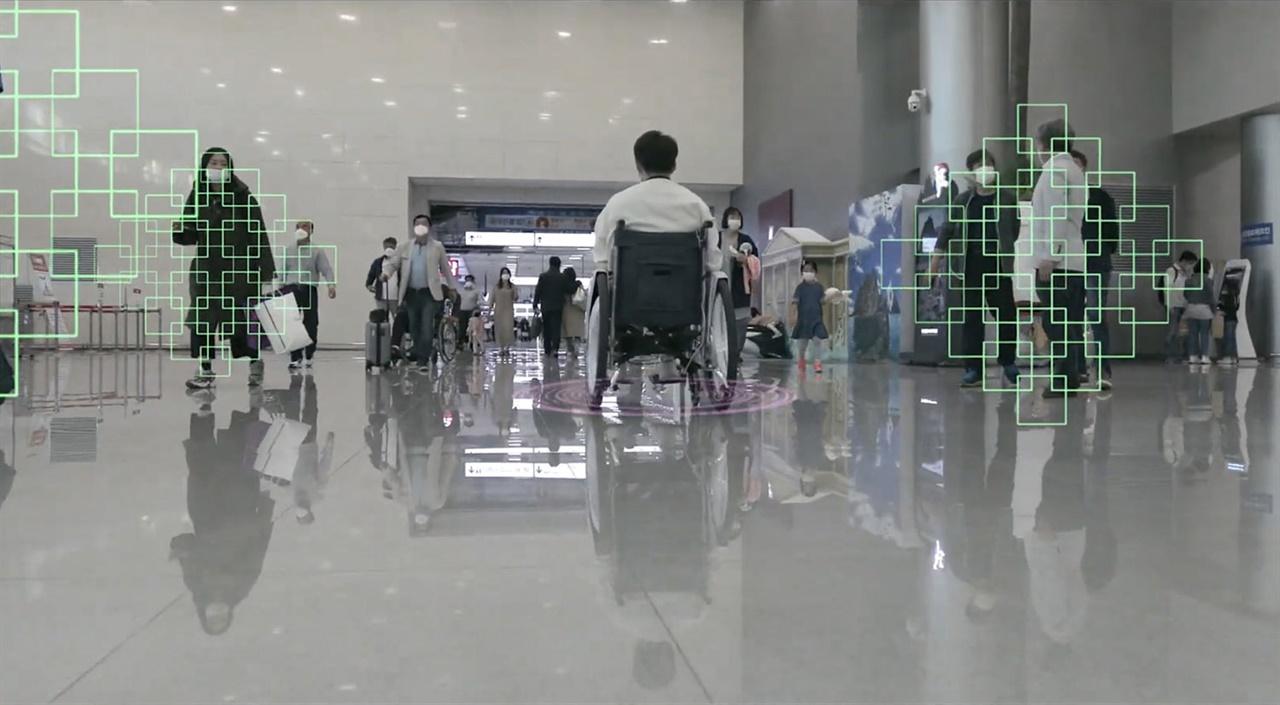 경기 성남시가 전동휠체어가 안전한 경로로 자율주행할 수 있는 길 안내 서비스 도입을 위해 빅데이터 구축에 들어간다.