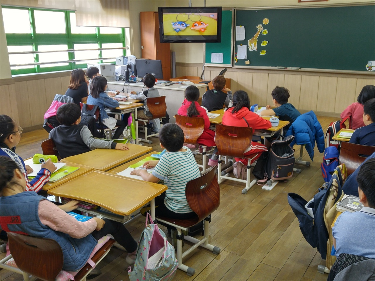 코로나19 발생 전 열 아홉 명이 지내던 교실