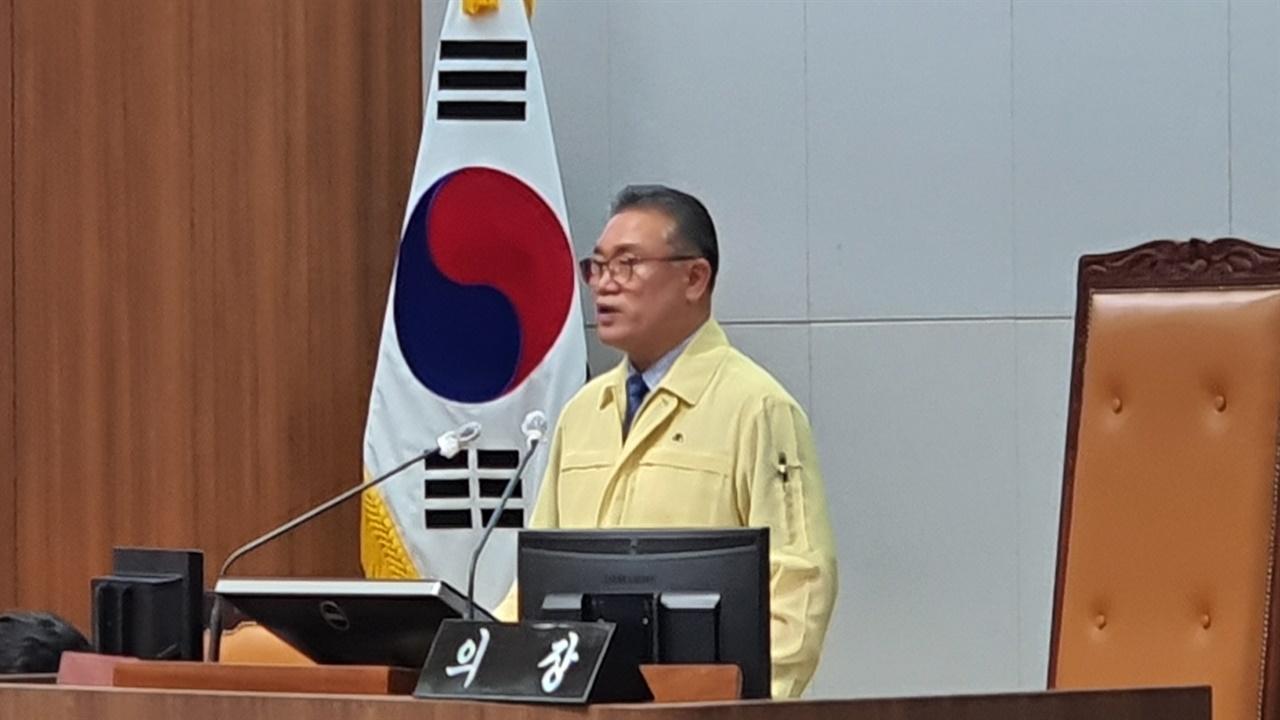 10일 김명선 의장이 본회의장에서 제329회 정례회 개회사를 하고 있다.