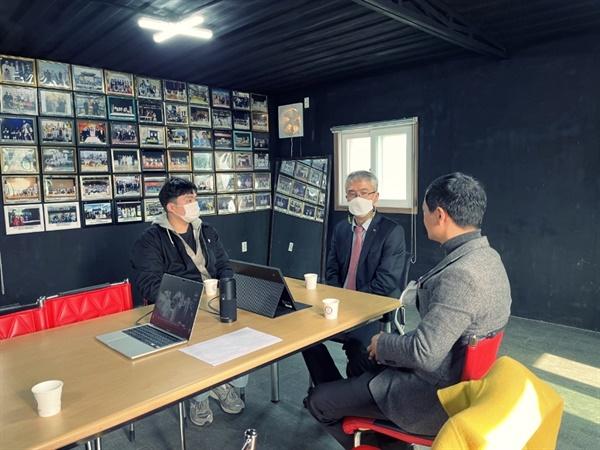 이우성 문화체육부지사는 지난 3월에 제38회 대한민국연극제에서 충남 최초로 대통령상을 수상한 극단 예촌(예산군)을 격려 방문했다.