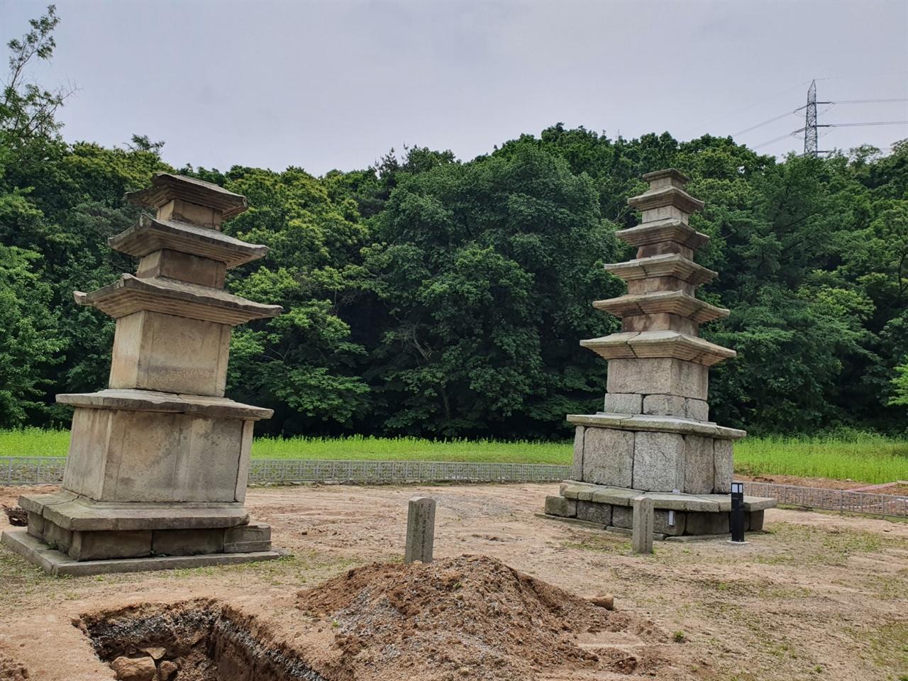 하남의 동사지 삼층, 오층석탑 하남에는 고려시대 무척 번성했던 동사의 터가 남아있다. 각기 다른 양식의 석탑은 그 당시 하남의 번영했던 과거를 떠올리게 한다.