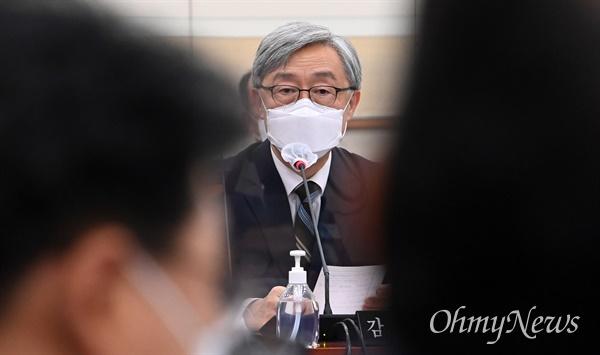 18일 서울 여의도 국회에서 열린 법제사법위원회에서 최재형 감사원장이 의원들의 질의에 답하고 있다.