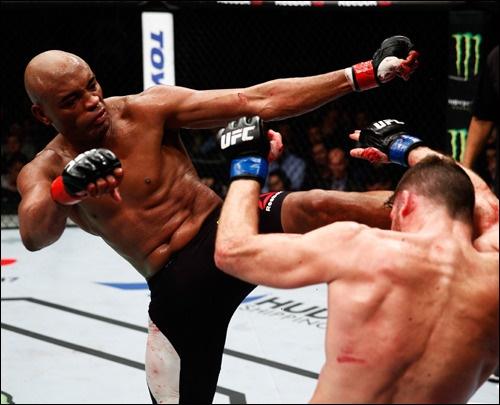 앤더슨 실바는 UFC 미들급 역사상 최고의 챔피언으로 불리고 있다. 하지만 늦은 나이의 복싱 도전은 분명 커다란 모험이었다.
