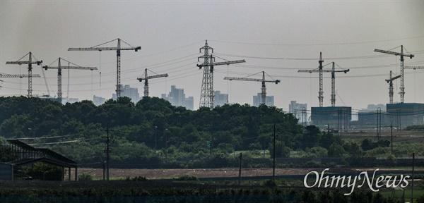 경기도 한 건설현장 타워크레인.