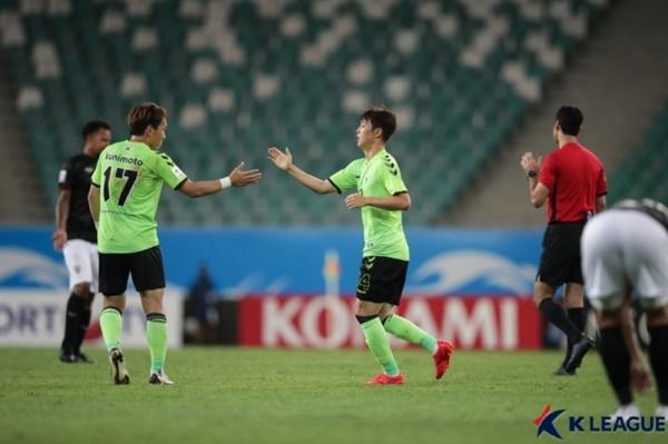 쿠니모토-이승기 전북이 치앙라이와의 AFC 챔피언스리그 H조 1차전에서 2-1로 승리했다.