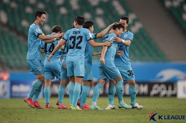 29일(화) 오후 11시 우즈베키스탄 타슈켄트에 있는 분요드코르 스타디움에서 벌어진 2021 AFC(아시아축구연맹) 챔피언스리그 I조 유나이티드 시티 FC(필리핀)와 대구FC의 경기 모습.