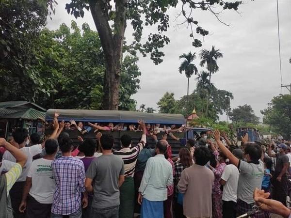 미얀마 정치사범 석방.