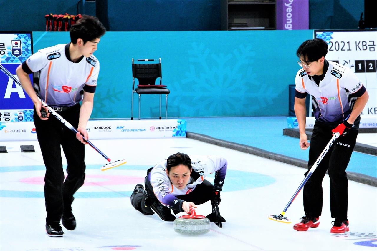 2021 KB금융 한국컬링선수권대회에서 우승한 경북체육회 선수들.