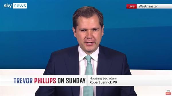 마스크 착용 의무화 폐지 방침을 설명하는 로버트 젠릭 영국 주택부 장관의 <스카이뉴스> 방송 갈무리.
