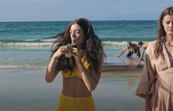 Lorde의 'Solar Power' 뮤직비디오 갈무리
