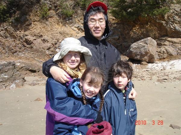 2010년 나와 우리 가족은 '이산가족'으로 살았다. 당시 가족들과 반가운 재회.