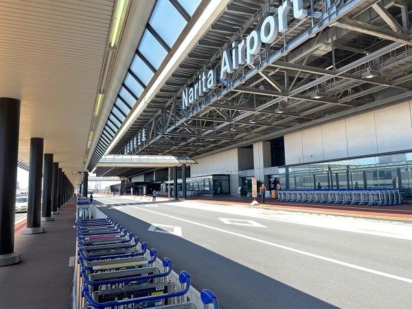 17일 낮 찾은 도쿄 나리타공항2터미널입니다. 사람들은 보이지 않고 경비원만 서성거리고 있습니다.