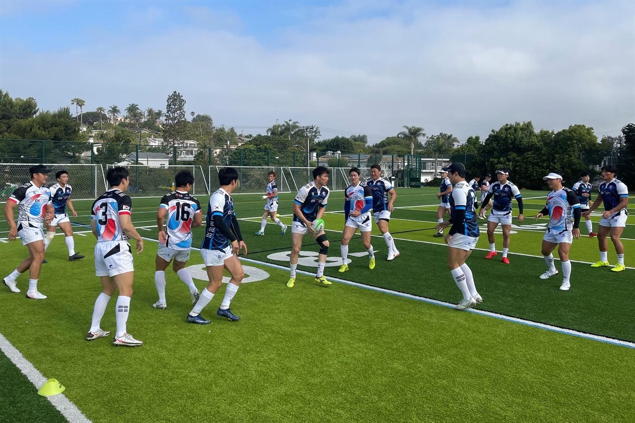 훈련하는 럭비 대표팀 선수들.