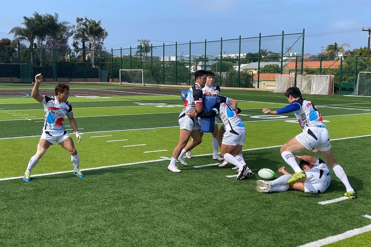 훈련하는 럭비 국가대표팀 선수들.