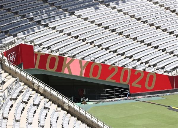 도쿄올림픽 개막 D-5 도쿄올림픽 개막이 5일 앞으로 다가온 18일 오전 올림픽 축구. 럭비, 근대5종 경기 등이 열릴 일본 도쿄스타디움의 관중석 모습. 코로나19 유행으로 대부분의 올림픽 경기는 무관중으로 진행된다.