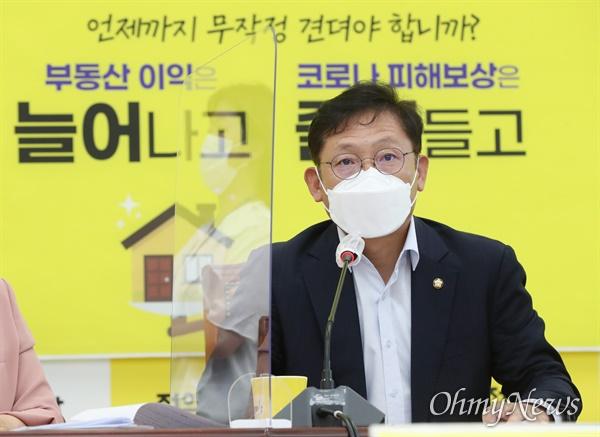 정의당 배진교 원내대표가 20일 오전 서울 여의도 국회에서 열린 의원총회에서 발언하고 있다.