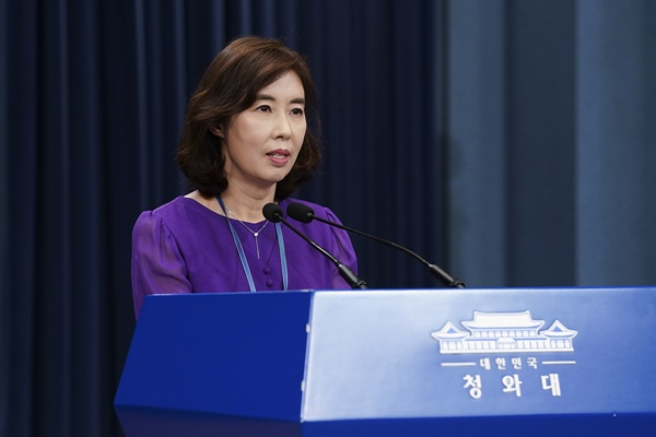 박경미 청와대 대변인이 21일 춘추관 2층 브리핑룸에서 현안 관련 대통령 지시사항을 브리핑하고 있다.