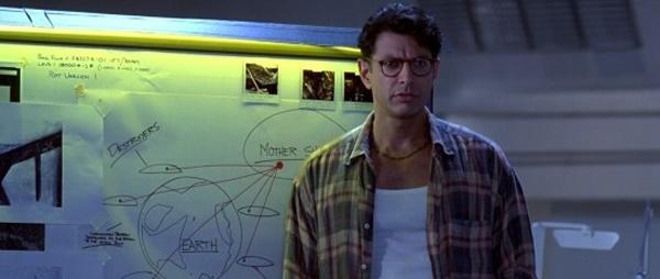 제프 골드브럼은 <쥬라기 공원>의 말콤 박사와 마블 시리즈의 그랜드 마스터 역으로도 유명한 배우다.