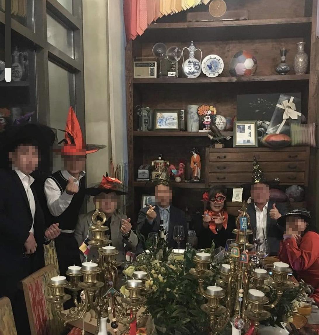 지난 2020년 10월 31일 서울의 한 음식점에서 김경희 전 건국대 이사장(오른쪽에서 세 번째)이 현직 부장검사 등과 만찬을 함께 했다.