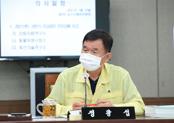 정광섭 충남도의회 의원. 사진은 정 의원이 지난 16일 충남도의회 농수해위 회의 당시 발언하고 있는 모습.