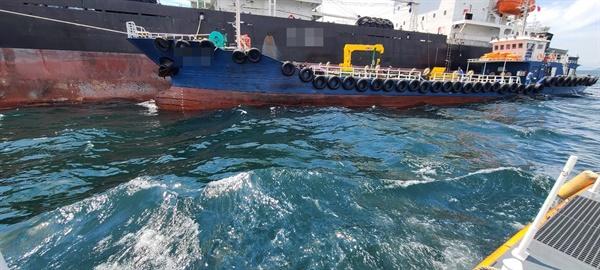 부산해경, 남외항 해상 중국 원양어선 기름유출.