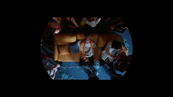 AKMU, 콜라보 앨범으로 컴백 AKMU(악동뮤지션), 콜라보레이션 앨범 <넥스트 에피소드(NEXT EPISODE)> 오피셜 비디오 트레일러.