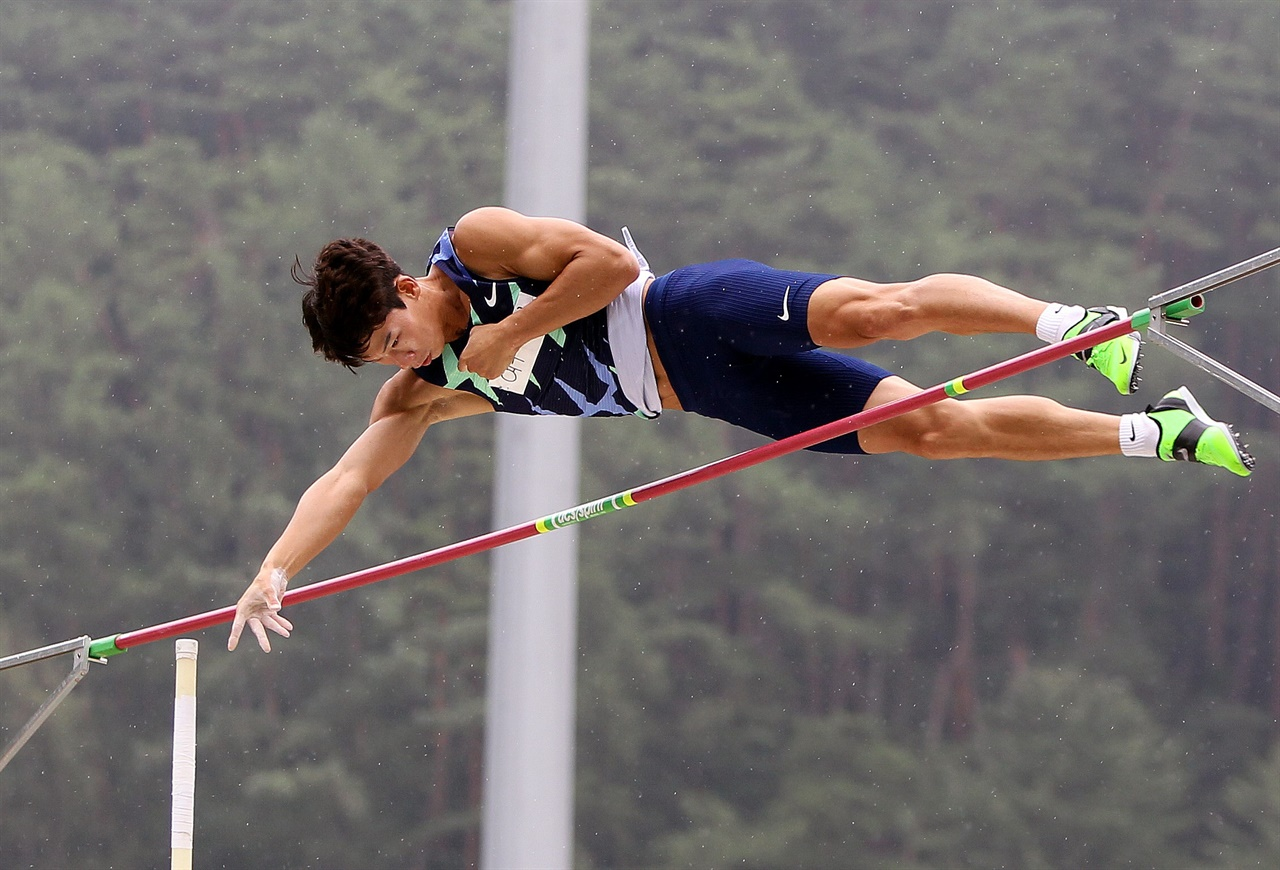 2020년 열린 제74회 전국육상선수권대회에 출전한 진민섭 선수의 모습. 사진에서의 그의 모습처럼 '반듯이' 서는 자세가 관건이라고 그는 전했다.