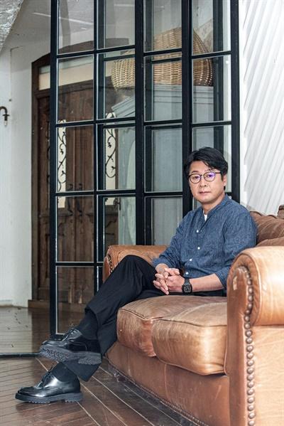 영화 <모가디슈>에서 한신성 대사를 연기한 배우 김윤석.