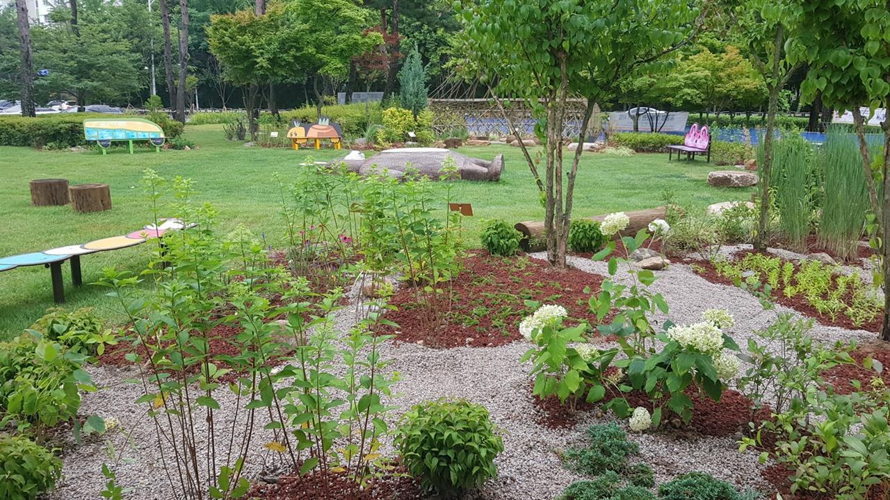경기 성남시가 시청공원에 도내 첫 공공형 마을 정원인 '모두의 정원'을 조성했다.