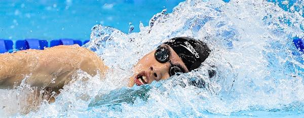 [올림픽] 황선우의 힘찬 역영 27일 일본 도쿄 아쿠아틱스센터에서 열린 도쿄 올림픽 남자 자유형 200m 결승전에서 황선우가 역영하고 있다. 황선우는 경기 중간 1위를 달리다 경기 후반 속도가 떨어져 아쉽게 7위를 기록했다.