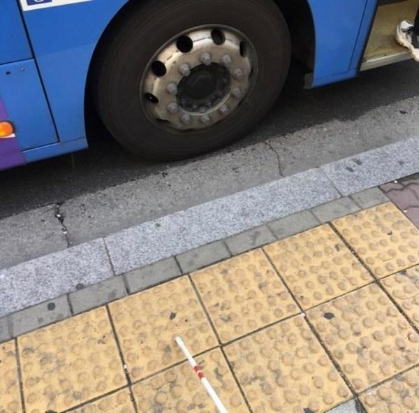 남형도 기자가 시각장애인 체험을 했던 당시 사진. 버스가 몇 번인지도 몰라 몇 대나 보냈고 사진은 눈을 감고 찍었다고 한다.