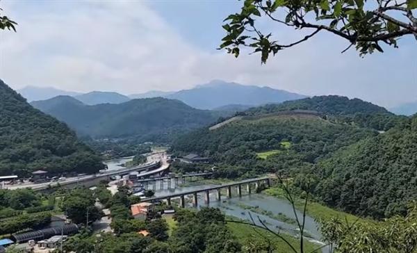 사진 속 장소는 강은 문경의 '영강'이었고, 다리는 '진남교'였다.