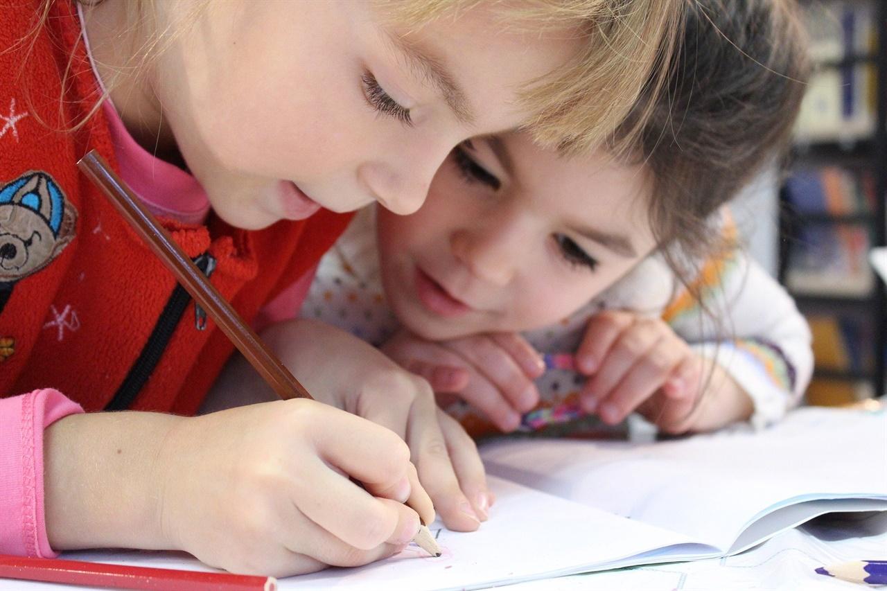 자녀들의 그림그리기 등 미술 놀이