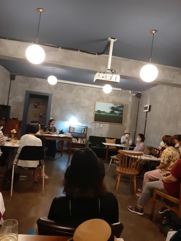 김혜련 작가의 <고귀한 일상> 북토크에서 <네가 여기에 빛을 몰고 왔다>의 저자 김혜영쌤을 처음 알게 되었다