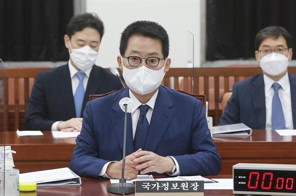 박지원 국가정보원장이 3일 오전 서울 여의도 국회에서 열린 정보위원회 전체회의에 출석하고 있다. 2021.8.3