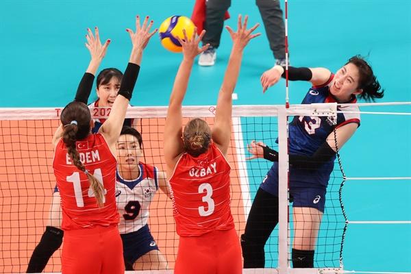 4일 일본 아리아케 아레나에서 열린 도쿄올림픽 여자 배구 8강 한국과 터키의 경기. 한국 박정아가 공격하고 있다. 2021.8.4