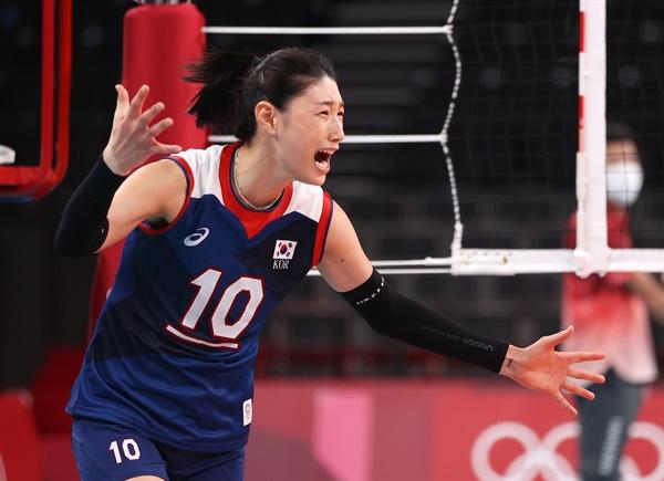 [올림픽] 환호하는 김연경 4일 일본 아리아케 아레나에서 열린 도쿄올림픽 여자 배구 8강 한국과 터키의 경기에서 승리, 4강 진출에 성공한 한국의 김연경이 환호하고 있다