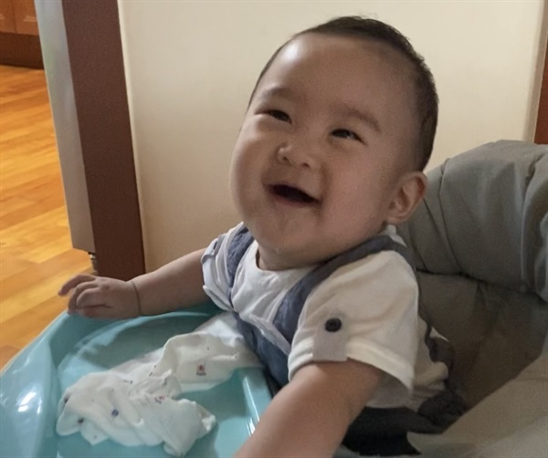 아이가 웃는 얼굴은 언제 봐도 기분이 좋아집니다.
